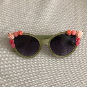Vintage inspired green flower sunglasses
